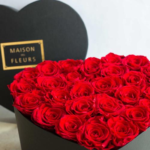 Maison-des-fleurs-boite-coeur-en-plexiglas-27-Roses-rouges-eternelles-Fleuriste-Paris