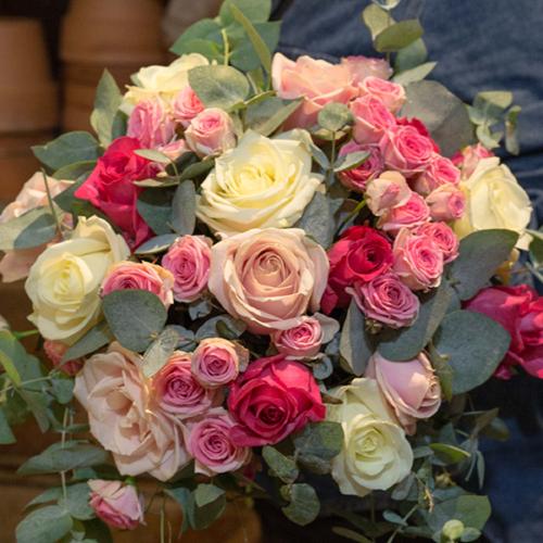 Bouquet-Multitude-de-roses-la-maison-des-fleurs-Paris-5eme-Fleuriste