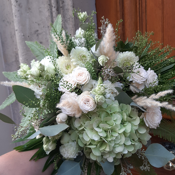 Bouquet-Blanc-pampa-la-maison-des-fleurs