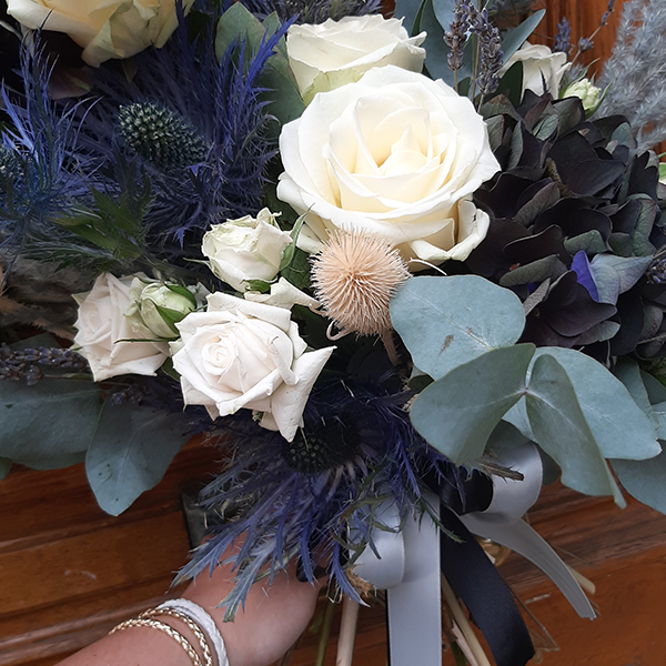Bouquet-destructure-ocean-fleuriste-la-maison-des-fleurs